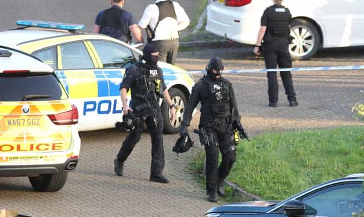 Xả súng ở Anh, ít nhất 5 người chết  - 1