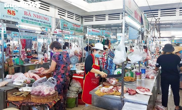 Đà Nẵng: Giá rau củ, thịt cá tăng chóng mặt vẫn 'cháy' hàng - 3