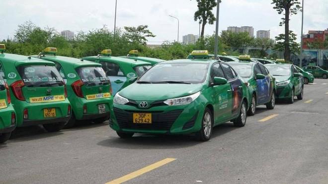 Hà Nội huy động hàng trăm taxi dự phòng chở F0 nếu cần thiết ảnh 1