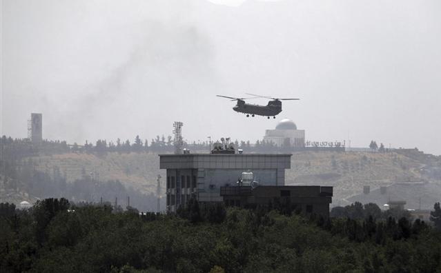 Trực thăng đỗ trên nóc Đại sứ quán Mỹ ở Afghanistan, Taliban sắp tiến vào Kabul
