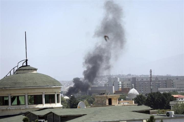 Nóng: Chính phủ Afghanistan sẽ chuyển giao quyền lực cho Taliban - 2