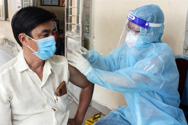 Vì sao Đồng Nai chậm tiêm vaccine COVID-19 cho người dân? - 1