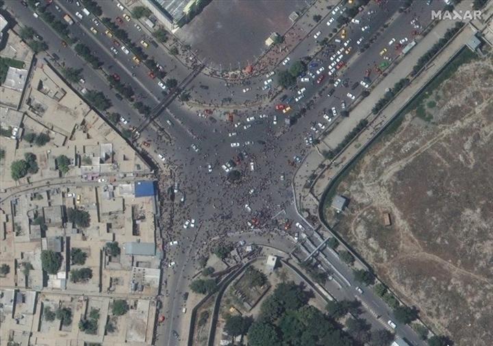 Ảnh vệ tinh cho thấy khung cảnh hỗn loạn ở sân bay Kabul - 3