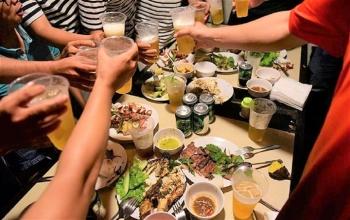 Tụ tập ăn nhậu khi đang cách ly, 6 người bị phạt 65 triệu đồng