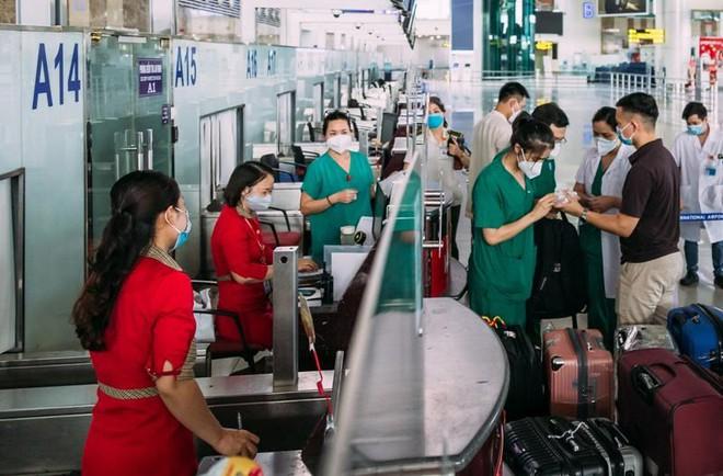 Vietjet tăng cường các chuyến bay vận chuyển nhân lực y tế ảnh 1
