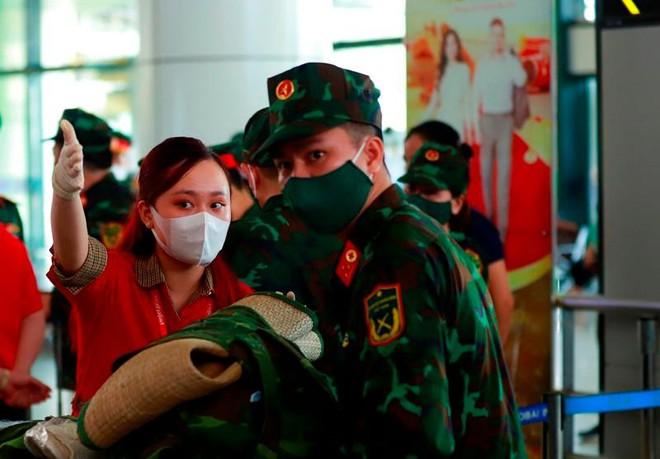 Vietjet tăng cường các chuyến bay vận chuyển nhân lực y tế ảnh 2
