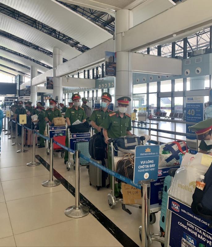 Xúc động những chiến sĩ lên đường vào TP Hồ Chí Minh phòng, chống dịch COVID-19 -1