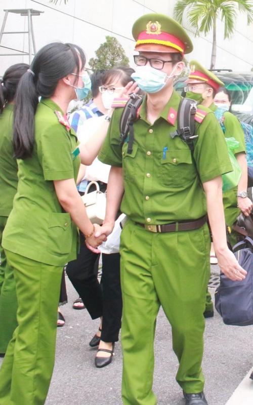 Xúc động những chiến sĩ lên đường vào TP Hồ Chí Minh phòng, chống dịch COVID-19 -2