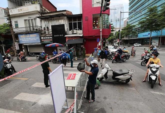 Quận Thanh Xuân phát hiện thêm 14 ca cộng đồng, Hà Nội có 59 ca trong ngày 27-8 ảnh 1