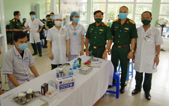 """BÌNH DƯƠNG: Hơn 50% F0 xuất viện; triển khai 60 Tổ quân y; ưu tiên vaccine cho người dân """"vùng đỏ"""""""