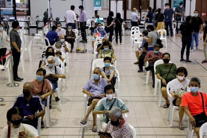 Singapore dẫn đầu thế giới với 80% dân số đã tiêm vaccine Covid-19