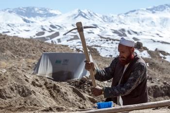 """Ai chia """"miếng bánh"""" tài nguyên ở Afghanistan?"""