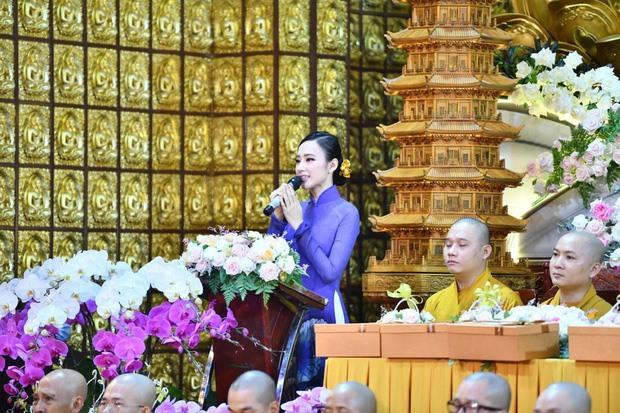 angela phuong trinh nen na gian di di le tai chua
