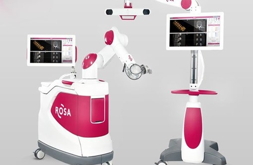 Robot Rosa - thiết bị BMS nâng khống giá được sử dụng ở BV Bạch Mai thế nào?