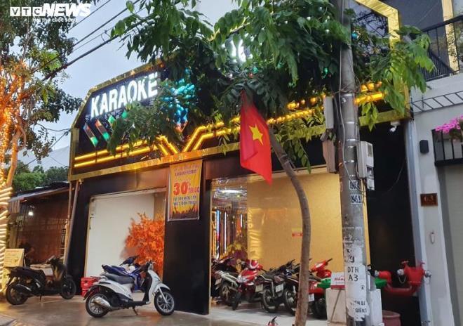 quang nam cho phep vu truong quan bar karaoke hoat dong tro lai