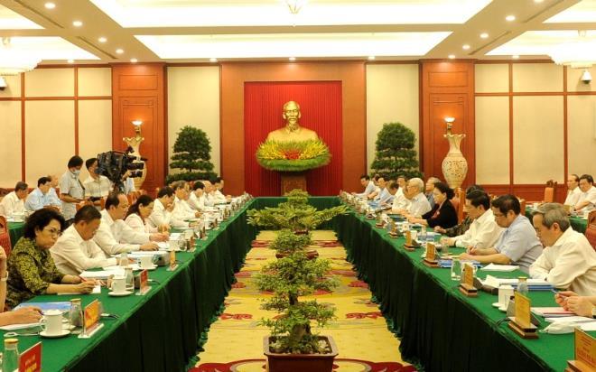 bo chinh tri cho y kien ve phuong an nhan su 10 dia phuong truoc dai hoi