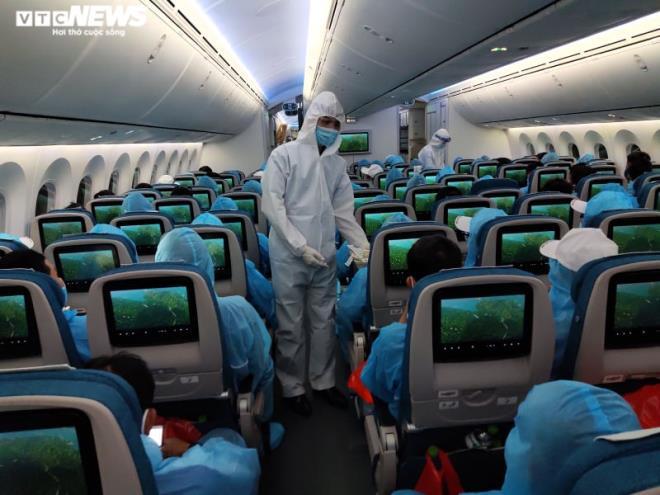doan the thao du army games tren sieu may bay cua vietnam airlines
