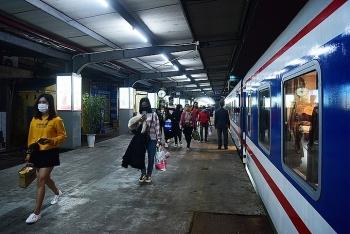 Ngành đường sắt chạy lại nhiều tàu khách