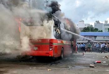 Cháy ôtô khách trong Bến xe Miền Đông