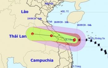 Bão số 5 giật cấp 12 tiến sát đất liền, Trung Bộ mưa to gió mạnh