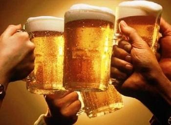 Từ 15/11, xúi giục, lôi kéo người khác uống bia sẽ bị phạt đến 1 triệu đồng