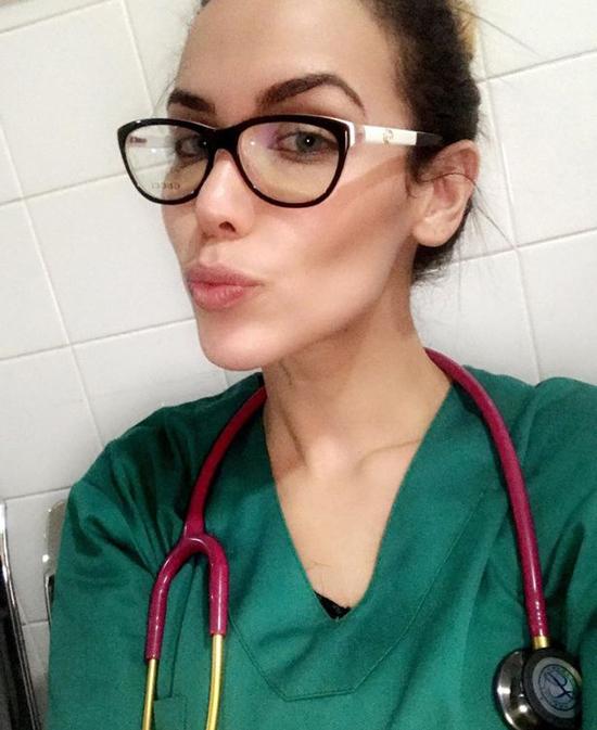 Rayane Laura Souza (26 tuổi) từng làm bác sĩ thực tập hồi năm 2019. Ảnh: Instagram.