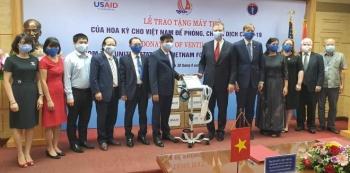 Mỹ trao tặng Việt Nam 100 máy thở hỗ trợ phòng, chống COVID-19