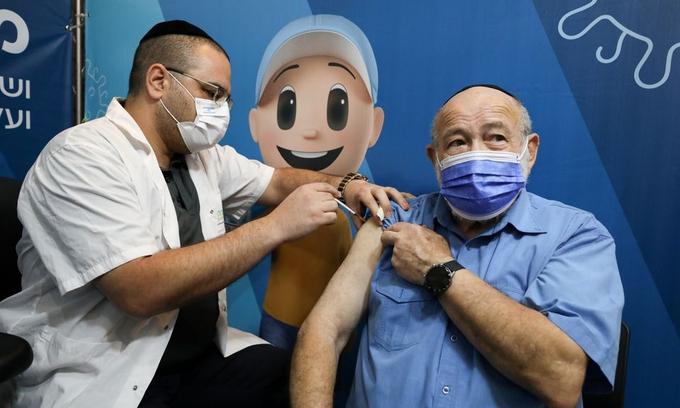 Quốc gia 'siêu tiêm chủng' gồng mình chống làn sóng COVID-19 thứ năm  - 2