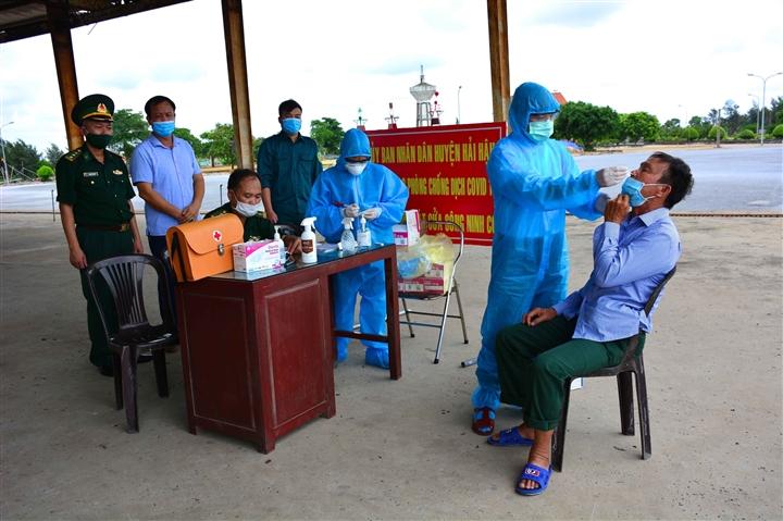 Thần tốc điều tra nguồn lây các trường hợp mắc COVID-19 ở Nam Định - 1
