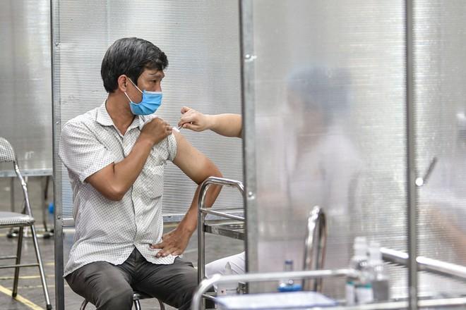 Hà Nội sẽ tiêm 961.000 liều vaccine cho đối tượng nguy cơ cao, khu vực giáp ranh ổ dịch trong kỳ nghỉ lễ 2-9 ảnh 1
