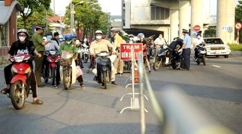 Ba nhóm người dân, doanh nghiệp ở Hà Nội phải làm lại giấy đi đường