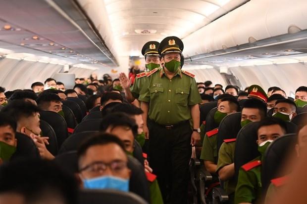 Vietjet đưa gần 1.000 cán bộ, chiến sĩ công an vào các tỉnh phía Nam