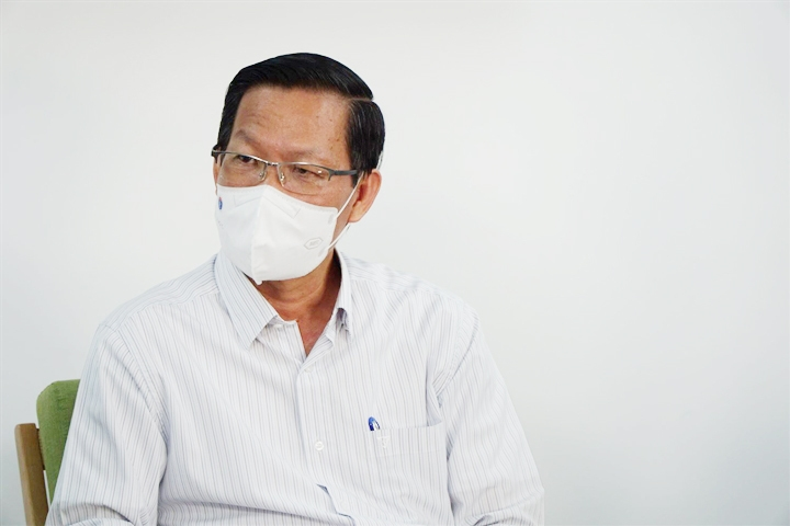 Chủ tịch TP.HCM trả lời câu hỏi 'người tiêm 2 mũi vaccine có được đi làm?' - 1