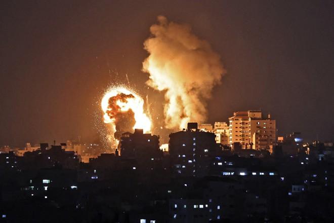 Israel không kích dữ dội cơ sở chế tạo tên lửa của Hamas ở Dải Gaza ảnh 1