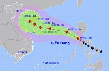 Bão Conson vượt qua Philippines, giật cấp 11 đi vào Biển Đông