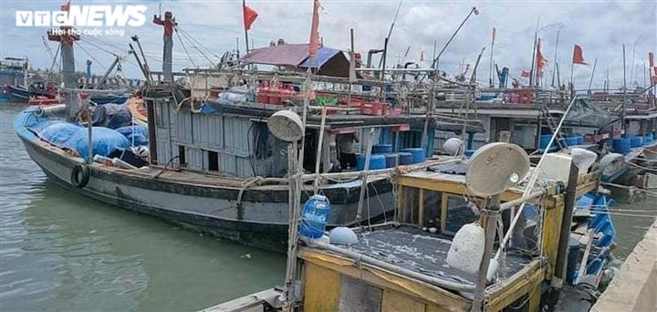 Ảnh: Bão chưa đổ bộ đã giật đổ chốt kiểm soát, cuốn đứt cầu ở Huế và Quảng Trị - 7