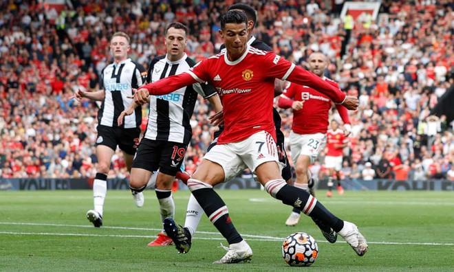 Ronaldo bùng nổ ngày trở lại, M.U vùi dập Newcastle ảnh 1