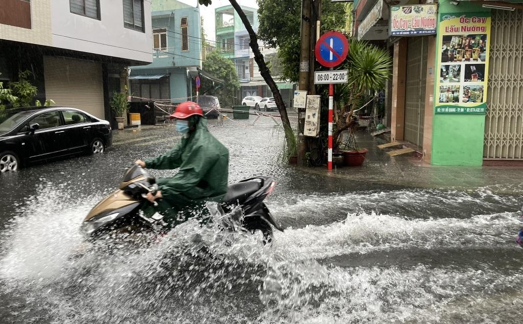 Còn 6-8 cơn bão trên Biển Đông trong 3 tháng cuối năm