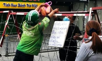TP.HCM: Người dân quận 7 dè dặt ra đường trong ngày đầu thí điểm mở cửa trở lại