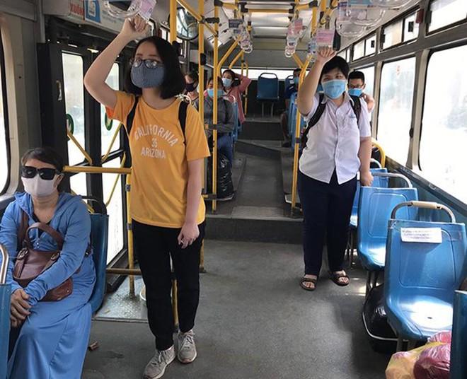 """Hà Nội dự kiến đưa bộ tiêu chí """"thẻ xanh, thẻ vàng Covid"""" để tái khởi động xe buýt từ 21-9"""