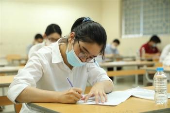 Điểm chuẩn tăng kỷ lục: Đề thi tốt nghiệp THPT ngày càng dễ?
