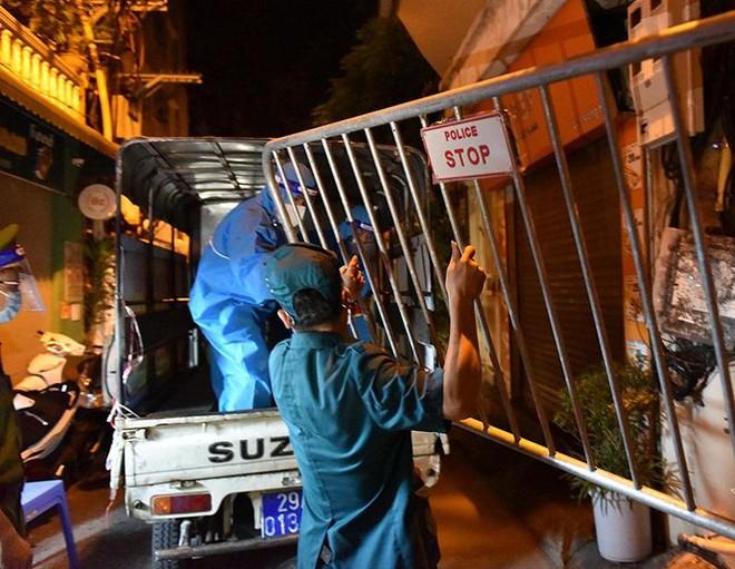 Ba nhân viên y tế Bệnh viện Bệnh Nhiệt đới Trung ương và 2 người ở phố Thịnh Liệt dương tính ảnh 1