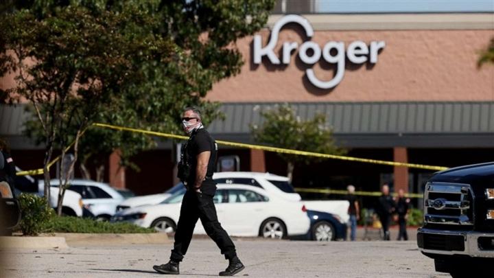 Xả súng khiến 13 người bị thương ở cửa hàng Mỹ, nhân viên trốn trong tủ đông
