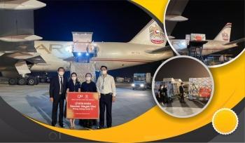 """Một triệu liều vaccine Hayat-Vax sản xuất tại UAE """"cập bến"""" sân bay quốc tế Nội Bài"""