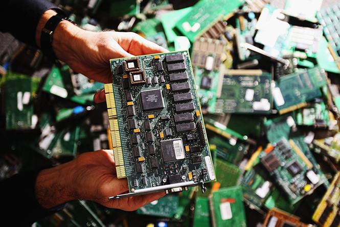 lam the nao de mot chip nho hon hat gao co the hack duoc apple amazon
