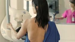 Bệnh viện ung bướu tầm soát ung thư vú miễn phí cho 1.200 phụ nữ