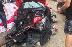 Siêu xe Ferrari của ca sĩ Tuấn Hưng nát đầu sau tai nạn