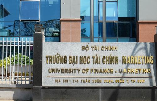sinh vien truong tai chinh sai gon phan ung quy dinh mac ao thun co co