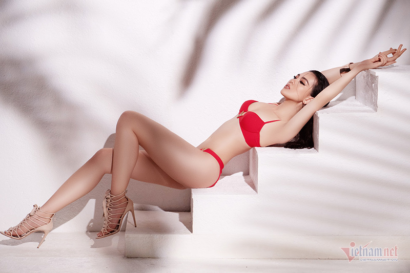 sieu mau quynh hoa khoe voc dang boc lua voi bikini