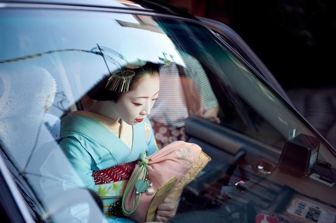 du khach se bi phat khi chup anh geisha o kyoto
